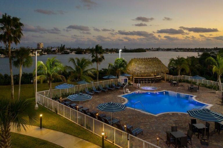 Exterior Drone photo of Hampton Inn Marathon Key FL
