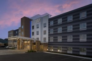 Fairfield Inn and Suites Metairie LA Exterior Dusk