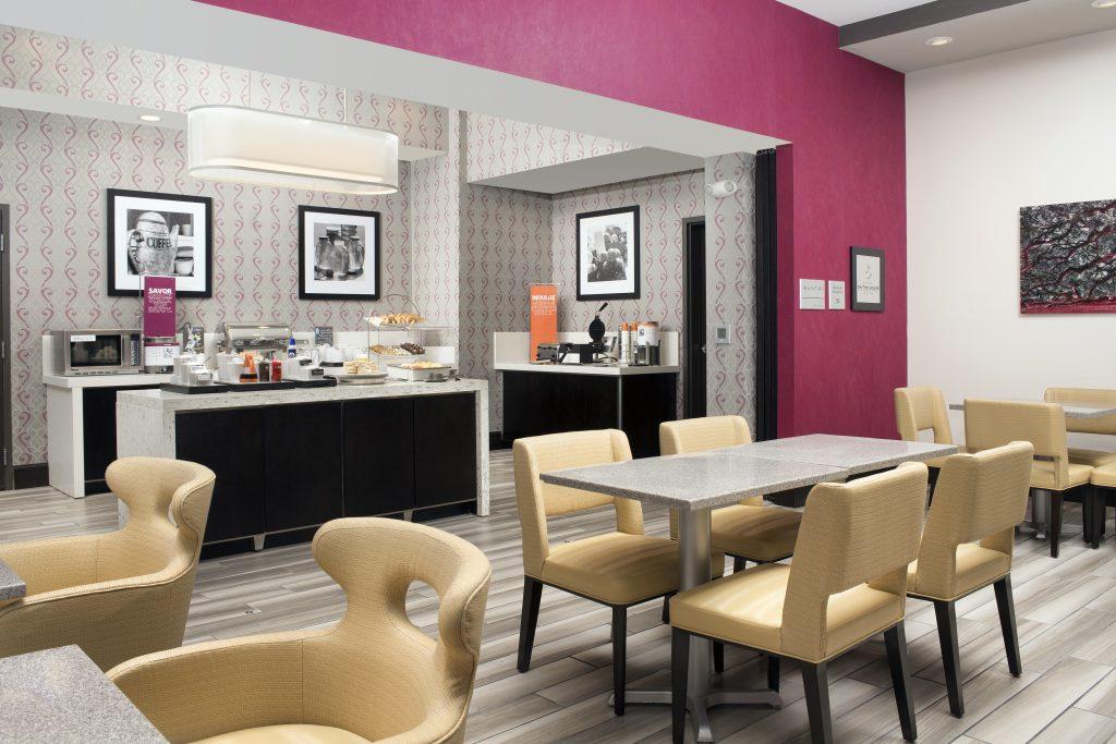 Hampton Inn and Suites Huntsville, AL Lobby breakfast seating