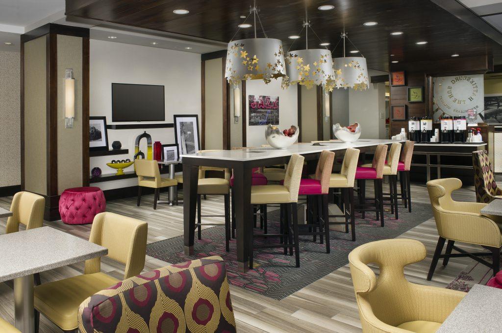 Hampton Inn and Suites Hattiesburg, MS Lobby breakfast seating